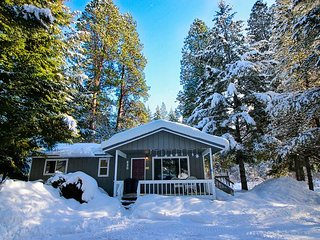 The River House & Guest Cottage! Great Value on the Yakima River * Hot Tub