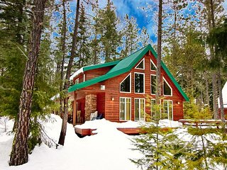 Cozy cabin near the Lake and Suncadia! Free Night Specials! Hot Tub & WiFi