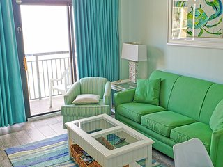 Stargazer Suite! Penthouse! Renovated '18 TIKIBar LazyRiver  Hottubs/OceanFront