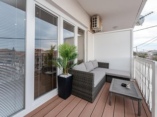 Sukosan Apartment Sleeps 5 with Pool Air Con and WiFi - 5777315