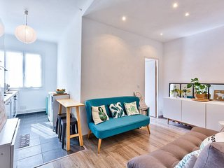 COZY FLAT, BRIGHT, CLOSE TO THE HARBOR AND STATION