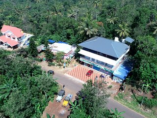 Mountainmis Homestay is located just 400 metres from the Ramakkalmedu View Point