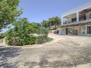 Scia' 1  apartment in Patu with private parking & shared garden.