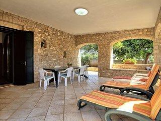 Pisine  apartment in Marina San Gregorio with air conditioning, private parking,
