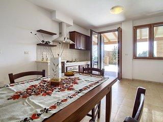 Giuggiola apartment in Marina San Gregorio with WiFi, private parking, private t