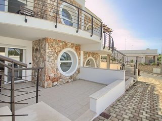 Luci Beach House apartment in Marina San Gregorio with WiFi & air conditioning.