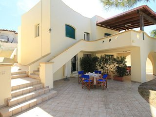 A Ovest  apartment in Marina San Gregorio with air conditioning, private parking