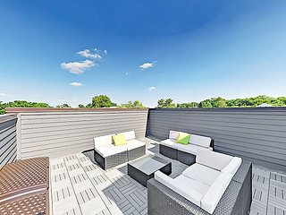All-Suite Getaway w/ Rooftop Deck in Historic Waverly, Near 12S & Music Row