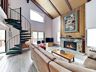 Quiet Tahoe Tyrol Retreat w/ Pool & Hot Tub Access, Minutes to Heavenly
