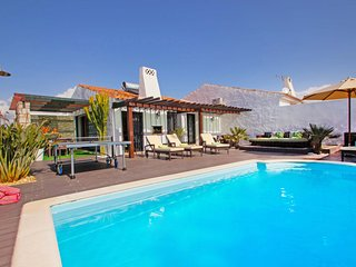 SENSATIONAL VILLA, WIFI, AIR COND, HEATABLE PRIVATE POOL, 400M FROM THE BEACH