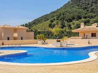 3 bedroom Apartment with Pool, Air Con and WiFi - 5776028