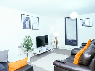 Cosy 2 Bedroom Apartment Manchester + Parking