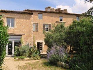 La Provence : tres beau deux-pieces dans vieux mas Provencal