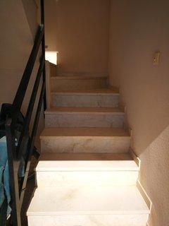Escalera interior acceso a el edificio