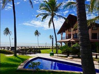 E102/  Dream Beach Oceanfront , luxury 3 suites -180 qm Apartment