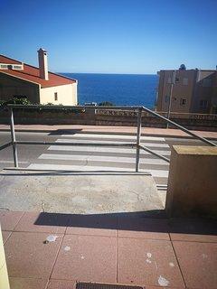 La misma escalera de acceso. La playa está a unos 350 mtrs.