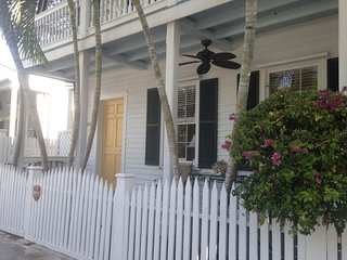 Ambrosia - OLD TOWN/HISTORIC SEAPORT, large POOL, wrap around porch, washer/dry