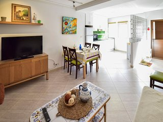2 bedroom Apartment with Air Con, WiFi and Walk to Beach & Shops - 5776284