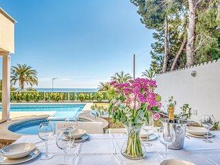 Preciosa villa con piscina, jardin y vistas al mar