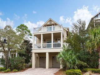 Cottages at Eastern Lake w/ Game Room & Gourmet Kitchen, Walk to Beach