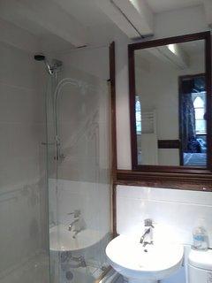 En-suite to main bedroom with shower over bath