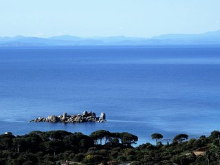Vue depuis la maison. Sea view and Sardinian cost from the house.