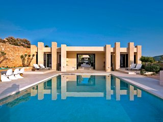 4 bedroom Villa with Pool, Air Con and WiFi - 5049289