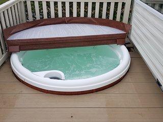 Luxury 3 bedroom, 8 Berth Caravan plus Hot Tub at Tattershall Lakes Country Park