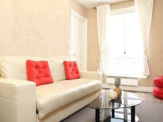 31. COSY 1BR FLAT STEPS FROM THE PANTHEON AND LATIN QUARTER