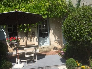 Magical Loire Valley stone cottage - listed village, near chateaus and FUN!