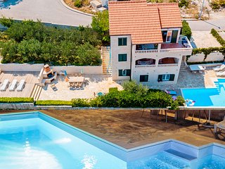 House with pool and seaview - for up to 10 people