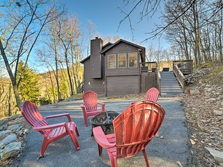 NEW! Massanutten Home-Hot Tub, Deck & Slope View!