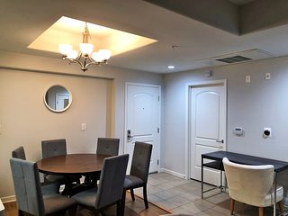 ID206 - Explore Downtown from a 2BR Hip Suite