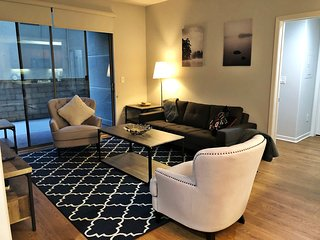 ID211 -  Live the City Life in a 2BR Suite in Santa Monica