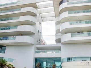 Lindo e Amplo 3 quartos em prédio frente p/Mar