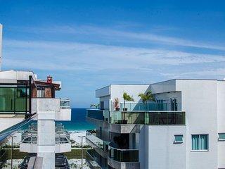 Linda e bem localizada 5 quartos com vista p/ Mar - Praia do Forte
