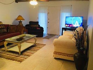 Casa Bonita IV- 2 suites 2BR/2BA 1250 sf (116 m2)Spacious Cozy Serene SW Style