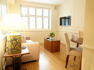 Refurbished one bedroom serviced apartment close to Harrods