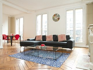 62. ELEGANT & SPACIOUS 3 BEDROOM APARTMENT WITH BALCONY ON BOULEVARD ST GERMAIN