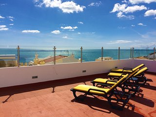 4 Bed Apt With Terrace With Panoramic Ocean Views. 100 Metres From The Beach
