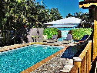 Baz'Créole,Caraïbe, rénové à neuf avec piscine et carbet de charme, à 250 plages