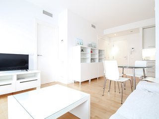 Modern apartment with A/C in the centre 2 min on foot from the beach