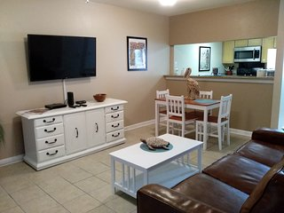 Beautiful quiet townhome nestled in the Bayou with water views from both patios
