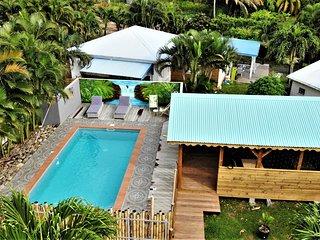 Baz'Créole,Tropique,rénové à neufavec piscine et carbet de charme à 250 m plages