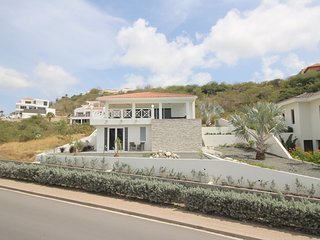 Brand new luxury villa with ocean view at Blue Bay