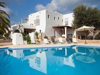 Casa con 7 dormitorios y gran piscina cerca de Ibiza ciudad