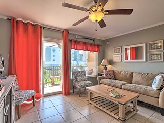 Galveston Getaway w/Pool Access - Steps from Beach