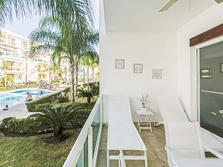 Caribbean Oasis, +Pool, BBQ, Gym, Walk to Beach & Dining!