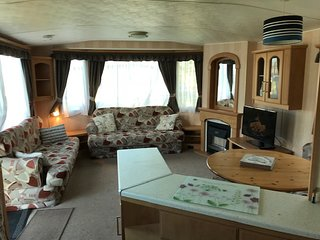 L35 Pet friendly 6 berth static caravan Mablethorpe