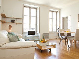 71. STUNNING AND BRIGHT 1 BR APARTMENT STEPS FROM OPERA AND GALERIES LAFAYETTE